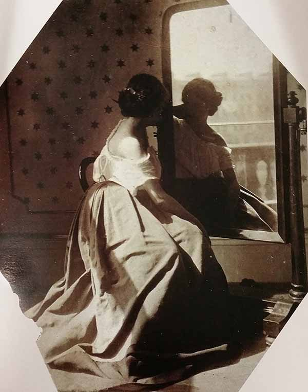 clementina_hawarden_-_untitled_women_before_mirror