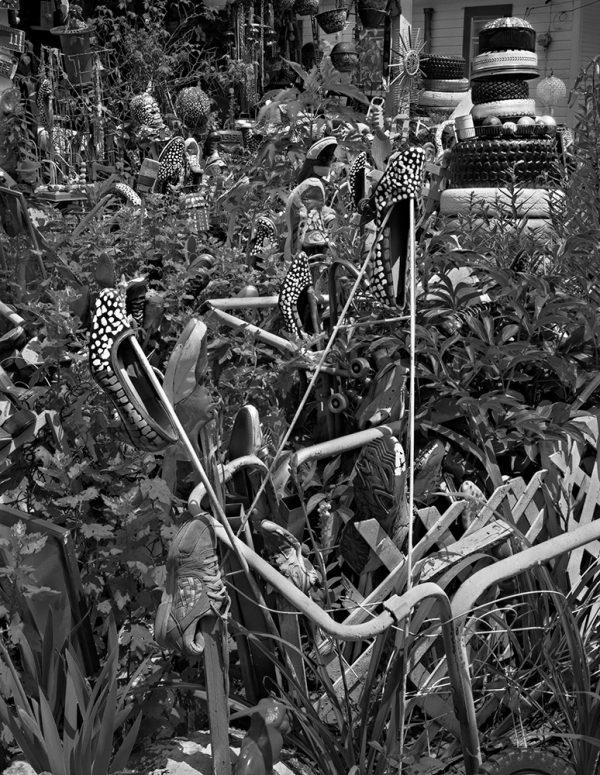 LV Hull's Garden, Kosciusko, Mississippi, 2001 by Vaughn Sills