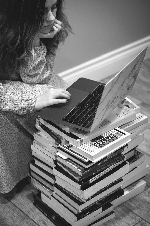 Reading Table by Yuliia Zaluzhna